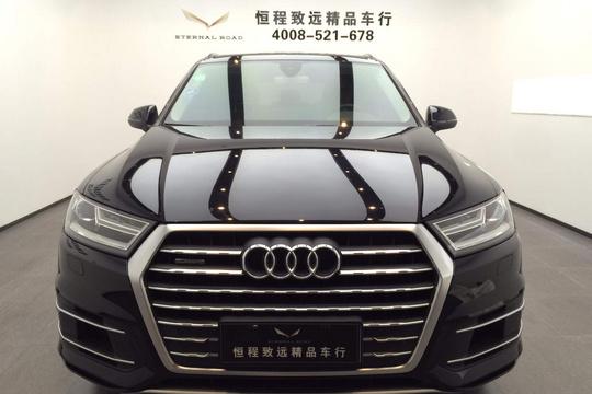 青岛二手奥迪Q72016款16款... [检测师说] 这是一辆标准的准新车,整车也是刚过磨合期,整车性能已经达到最优状态,同时整车还在原厂提供的质保范围之内。奥迪由于是最早在中国进行合资的豪华品牌,官车的印象深入人心。Q7作为奥迪首款SUV车型,上市一直以来就广受市场欢迎。 [车主说] 这款车使用较少,主要是用于商务接待,偶尔外出自驾游。车里的空间非常大,坐在后排非常舒服。作为一款全尺寸大型SUV,油耗也让人很满意。,但又不失驾驶乐趣,还有越野性能。 [亮点配置] 可变悬架、主动刹车/主动安全系统、